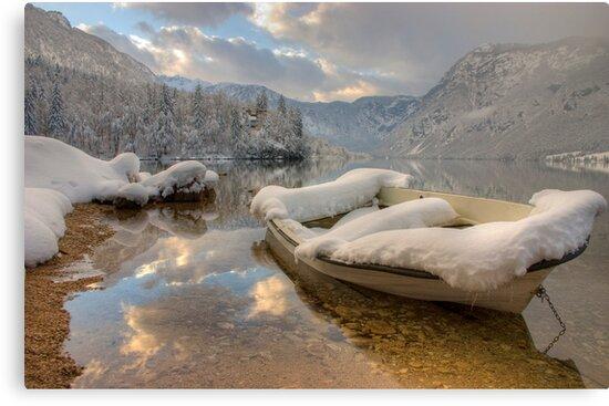 Snowy lake. by Ian Middleton