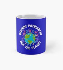 Zerstöre das Patriarchat, nicht den Planet Feminist Earth Day Tasse (Standard)