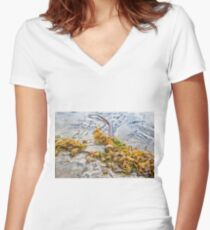 KELP Women's Fitted V-Neck T-Shirt