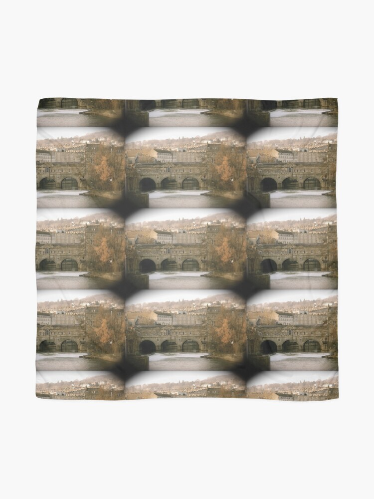 Alternate view of Pulteney Bridge crossing the river Avon in Bath, Somerset County, England Scarf