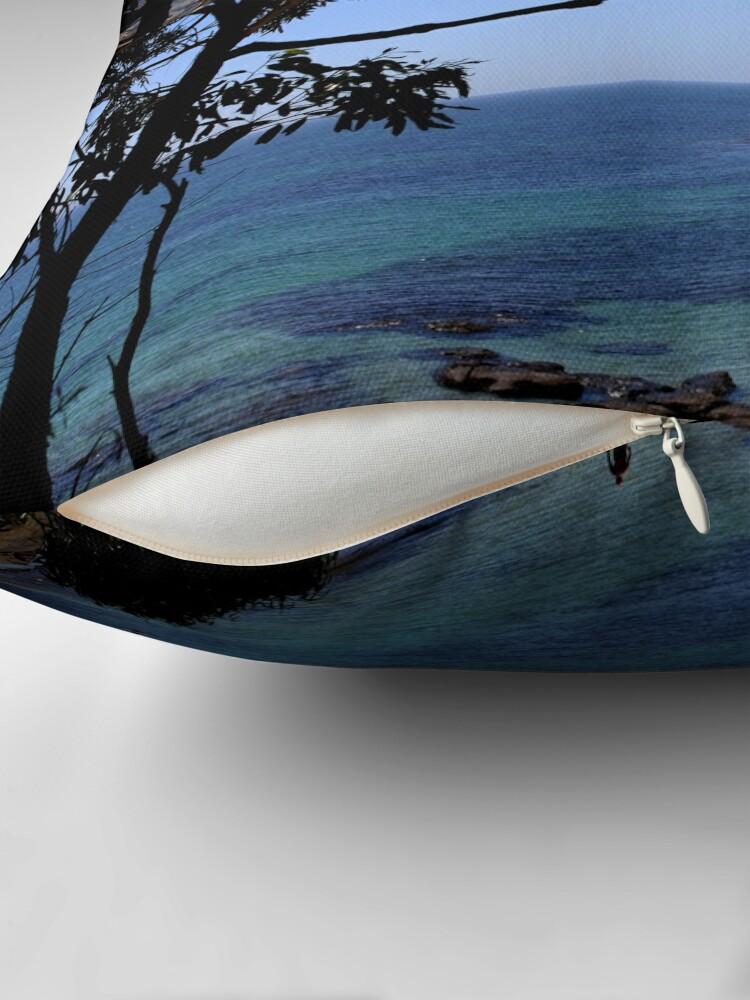 Alternative Ansicht von Das blaue Meer Bodenkissen