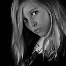 Hannah Sans Couleur by Squealia