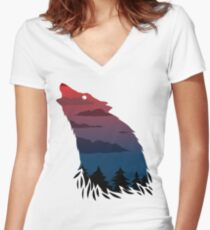 Scary howling wolf Women's Fitted V-Neck T-Shirt