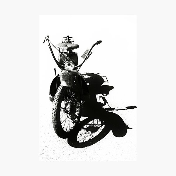 Silhouette of a vintage Neracar Photographic Print