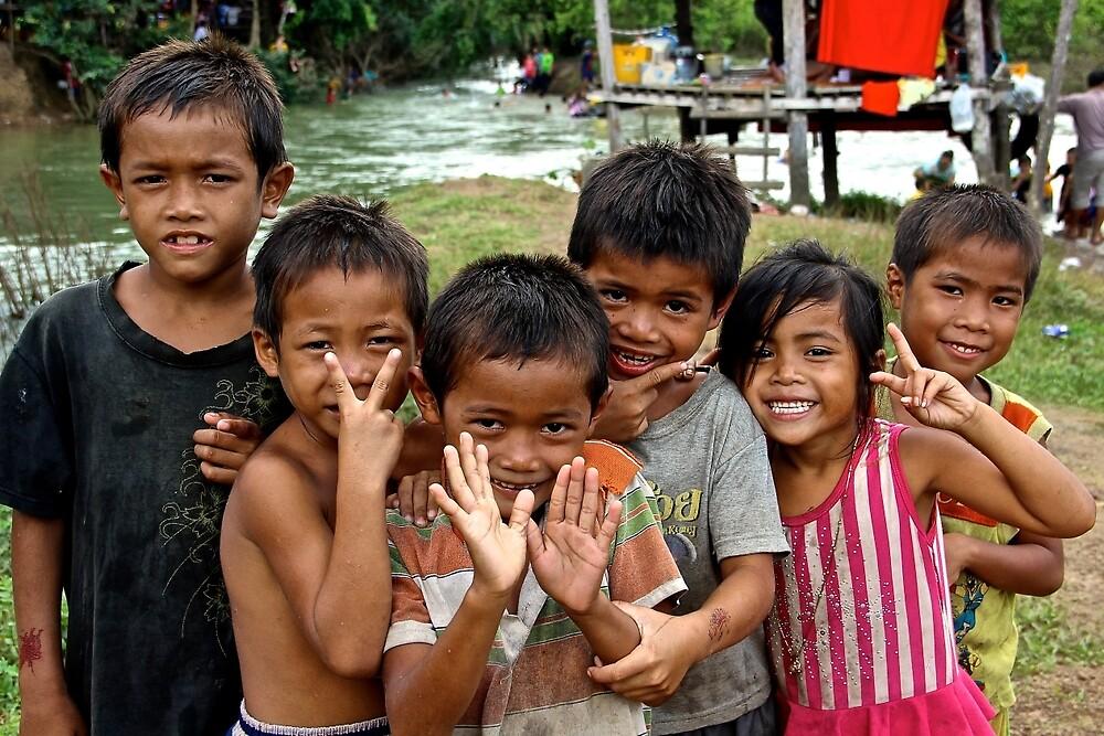 Adorables Kids - Thakhek, Laos. by Tiffany Lenoir