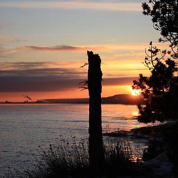 Sunset on Lake Superior by tommyb85