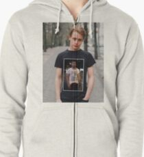 82b16f86a Macaulay Culkin Wearing a T-Shirt of Ryan Gosling Wearing a T-Shirt of
