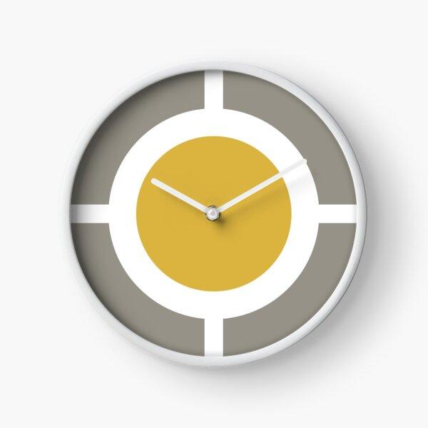 Focus: jaune moutarde clair, blanc et gris. Géométrique minimaliste moderne Horloge