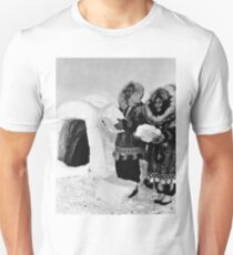 BW USA Alaska igloo builders 1970s T-Shirt