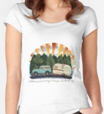 Partnerschaft Tailliertes Rundhals-Shirt