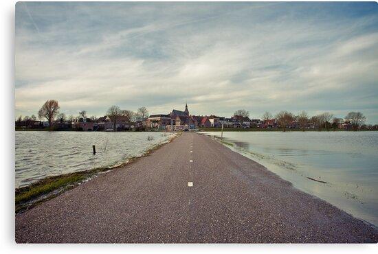 High tide. by EZeemering
