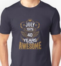 Born in July 1979 40th Years of Being Awesome Slim Fit T-Shirt