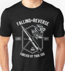 Liebe Hass.Fallen in umgekehrter Richtung. Slim Fit T-Shirt