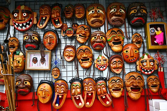 Korean traditional mask in Itaewon Market by jihyelee
