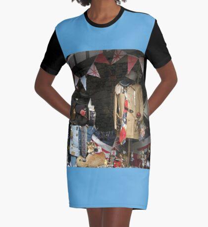 Vintage Window Display T-Shirt Kleid