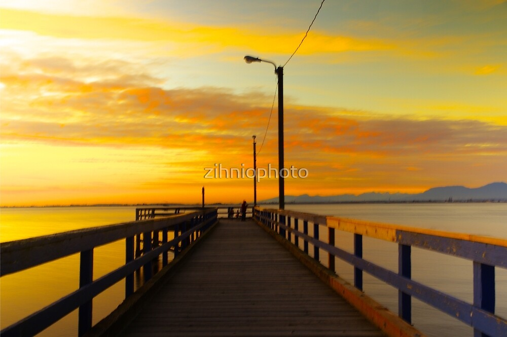 Crescent Beach - Boardwalk by zihniophoto