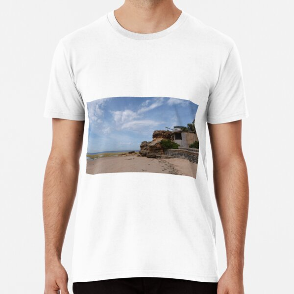 Ageing WW2 Lookout at base of cliff. Point Lonsdale Beach. Vic. Premium T-Shirt