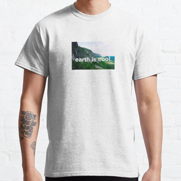 """""""Earth is Cool"""" Mountains in Québec Classic T-Shirt"""