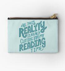 Realität vs. Lesebuch-Sonderling-Zitat-Beschriftung Studio Clutch