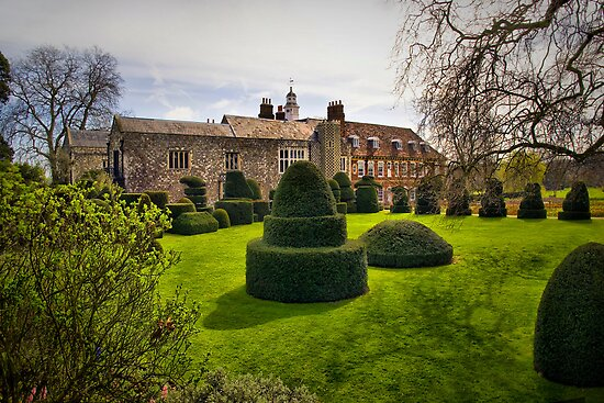 Hall Place Topiary by Geoff Carpenter