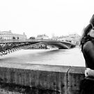 Couple kissing with the Seine in flood - Paris by Matteo Pezzi