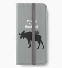 Übernatürliche Elche und Eichhörnchen iPhone Flip-Case/Hülle/Klebefolie