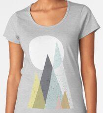 Camiseta premium de cuello ancho Montañas escandinavas de mediados de siglo