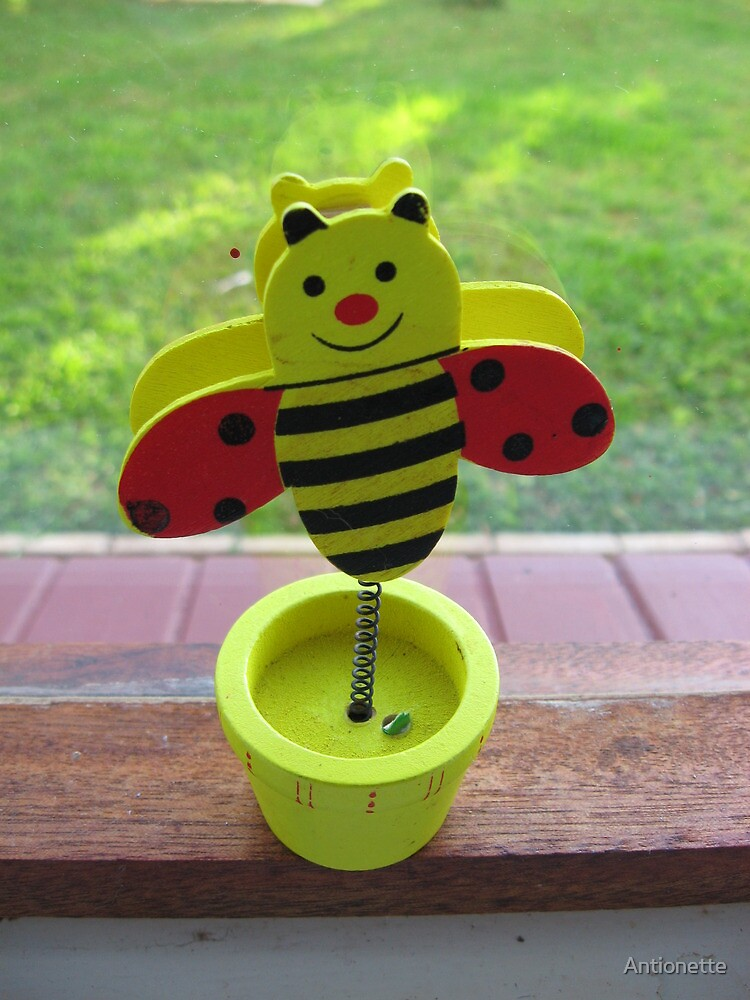 Potted bee by Antionette