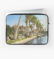 Watching the boat races, Palm Beach, Florida 1906 Laptop Sleeve