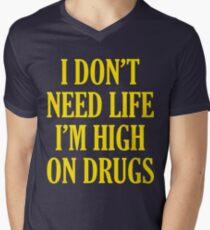 Camiseta de cuello en V No necesito la vida Soy alto en las drogas