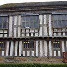 Das verputzte Gebäude der Middleton Hall von trish725