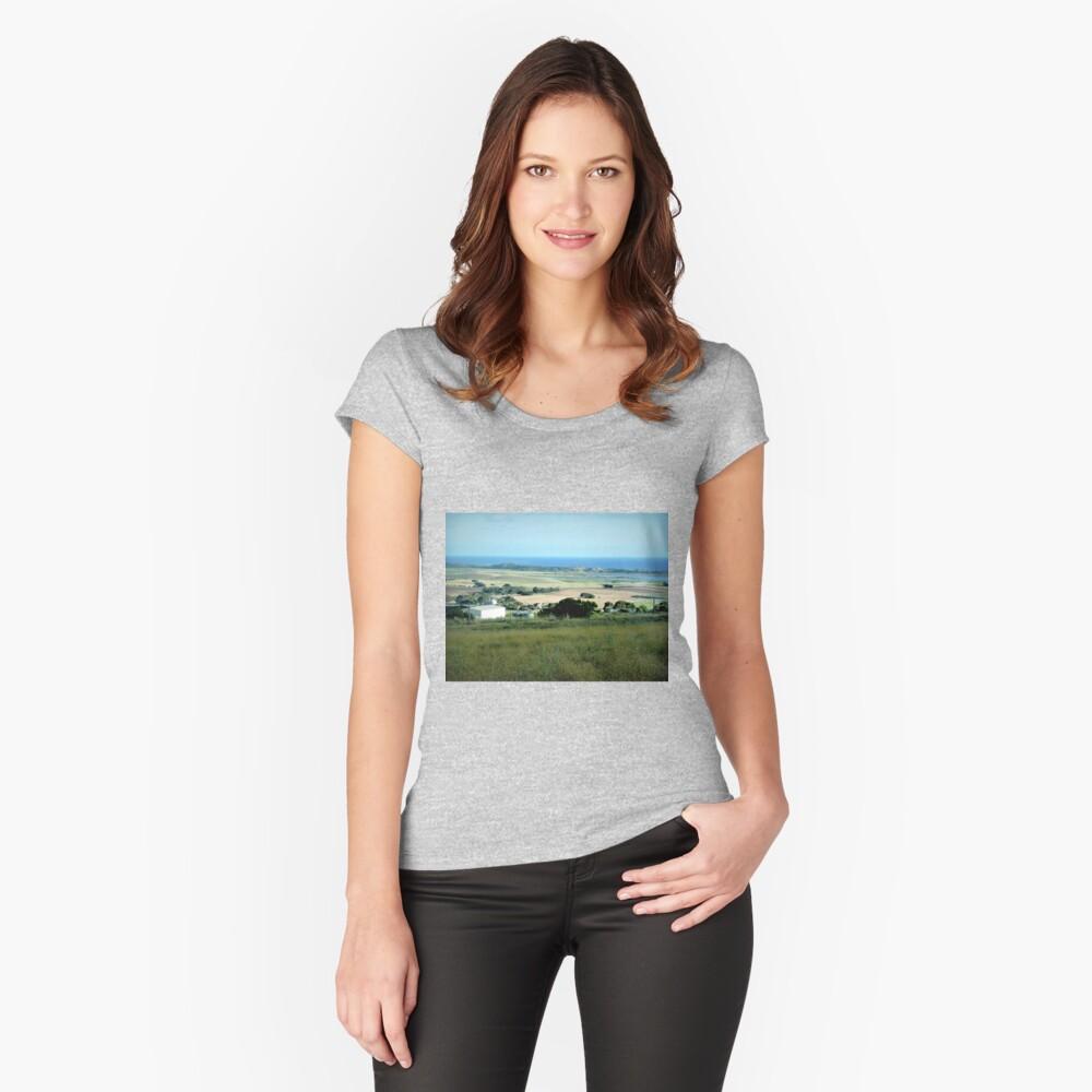 Ackerland in der Nähe des Tower HIll Vic. Tailliertes Rundhals-Shirt
