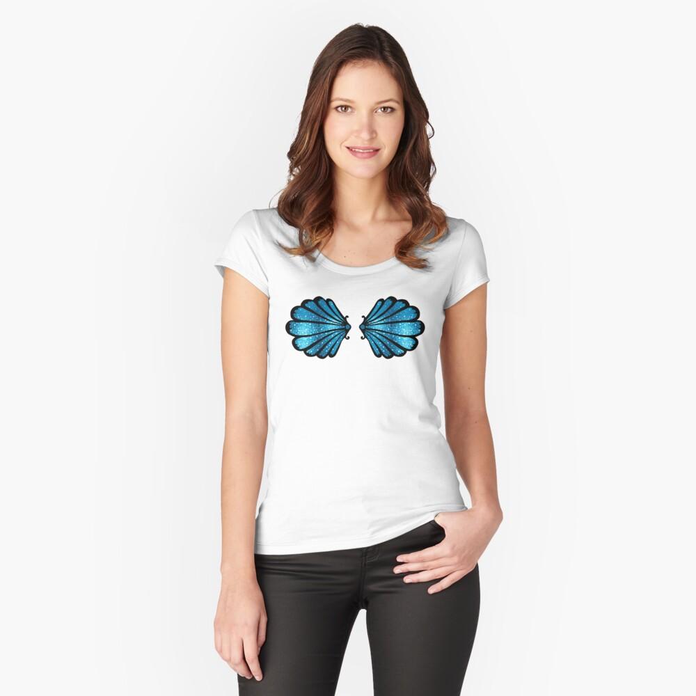 Sirena, concha de mar, concha, sostén, bikini. Camiseta entallada de cuello redondo