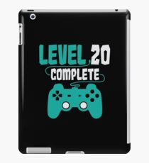 Gamer Shirt Level 20 Complete Gaming Birthday Gift Tee iPad-Hülle & Klebefolie