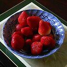Lecker und nahrhaft - nur Erdbeeren von BlueMoonRose