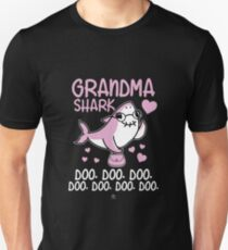 Grandma shark gift Unisex T-Shirt