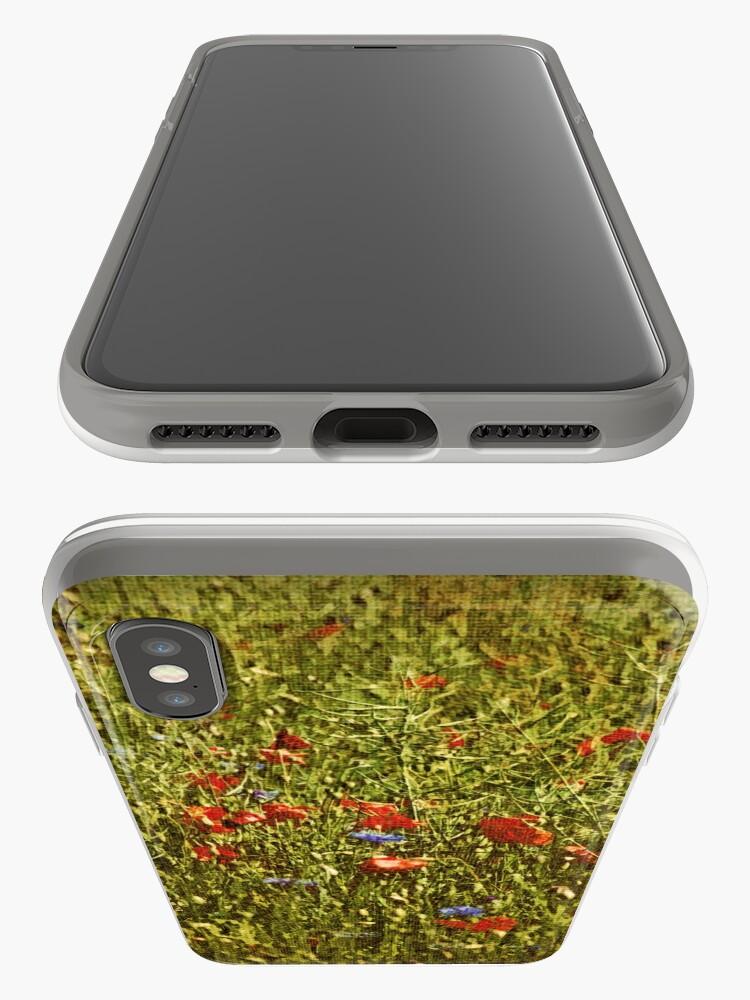 Alternative Ansicht von Sommerfeld mit roten und blauen Blumen iPhone-Hüllen & Cover