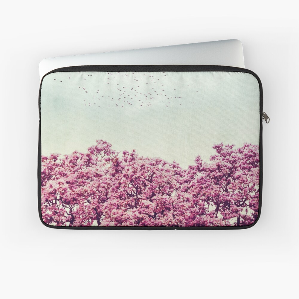 cOloUrs of spRing- Magnolia in bloom Laptop Sleeve
