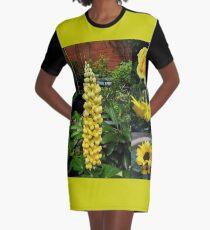 Frühlings- und Sommerblumen-Collage T-Shirt Kleid