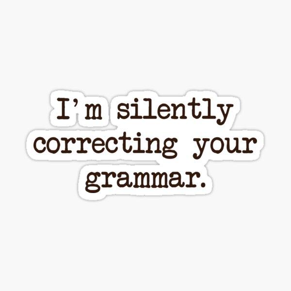 Estoy en silencio corrigiendo tu gramática. Pegatina