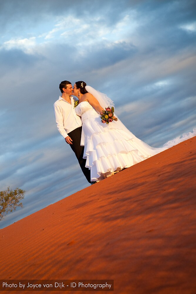 Beautiful Krysten and her hubby - Ayers Rock resort 21 May 2010 by idphotography