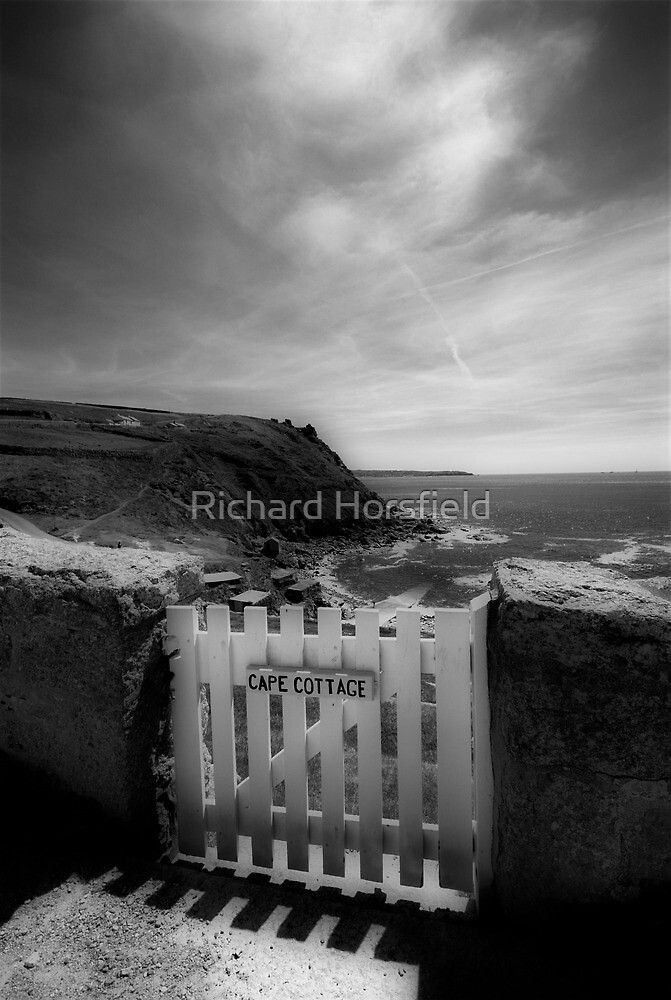 Cape Cottage - gateway to the sea by Richard Horsfield