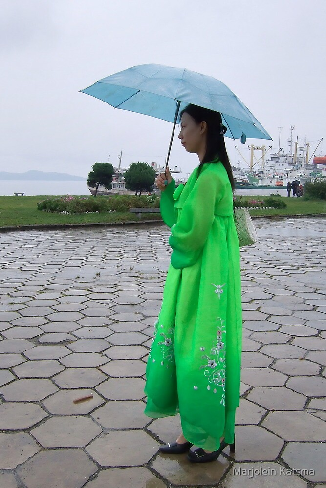 Waiting in the rain by Marjolein Katsma