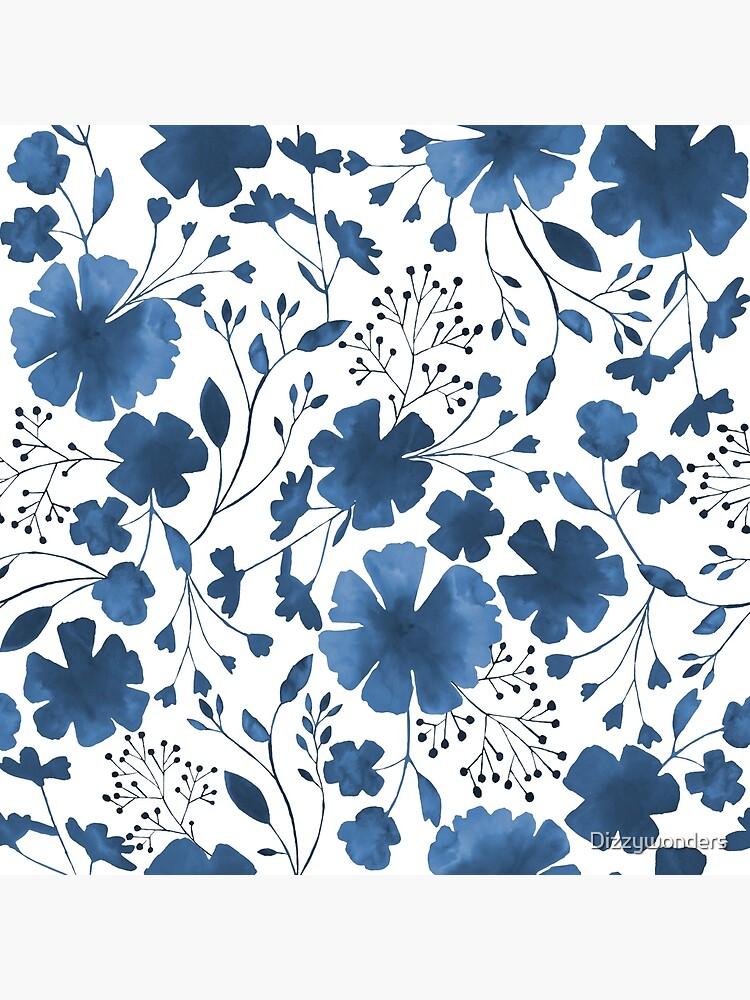 Acuarela floral azul en todo el patrón de Dizzywonders
