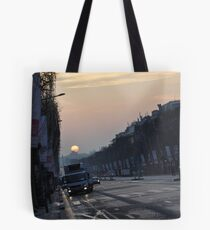 Paris s'eveille Tote Bag