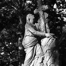 Frau am Kreuz von Marie Sharp