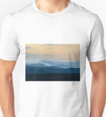 Pre-dawn mists, Val D'Orcia, Asciano, Tuscany, Italy T-Shirt