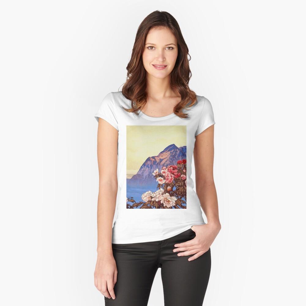 Kanata Düfte Tailliertes Rundhals-Shirt