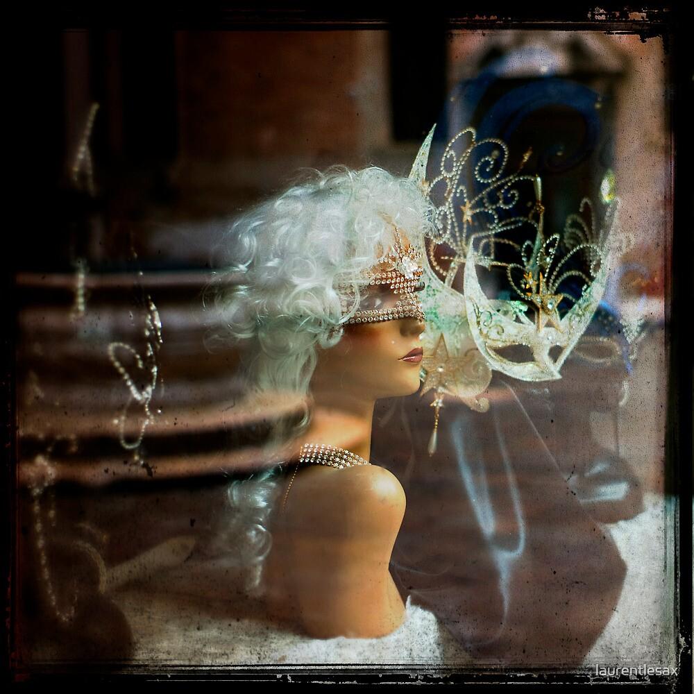 In the window by laurentlesax