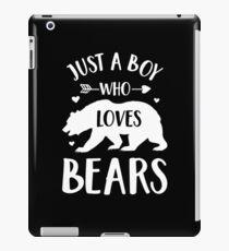 Just a Boy Who Loves Bears T-Shirt Gift Bear Lover Shirt iPad-Hülle & Klebefolie